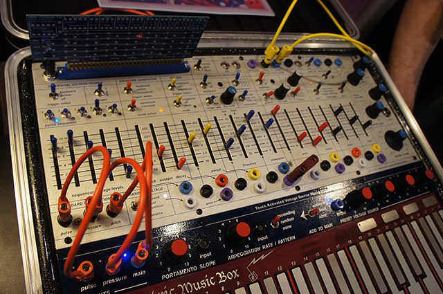 Buchla_Electric_Music_Box_3