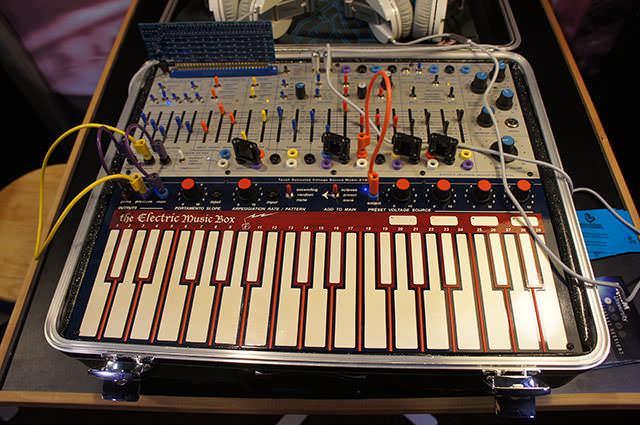 Buchla_Electric_Music_Box_4
