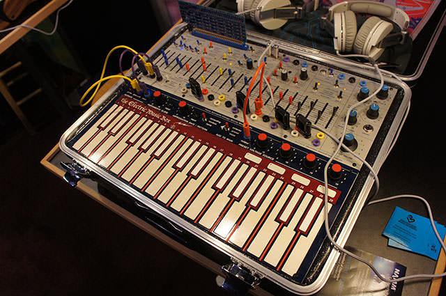Buchla_Electric_Music_Box_6