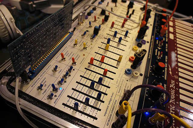 Buchla_Electric_Music_Box_8