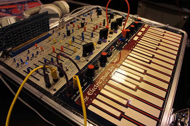 Buchla_Electric_Music_Box_9