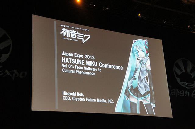 JAPAN_EXPO_HATSUNE_MIKU_Conference_1_01.jpg
